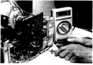 Cách kiểm tra các transistor công suất ngang có các điôt đệm