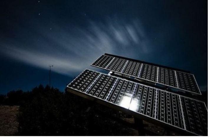 Pin mặt trời có thể phát ra điện khi mặt trời lặn